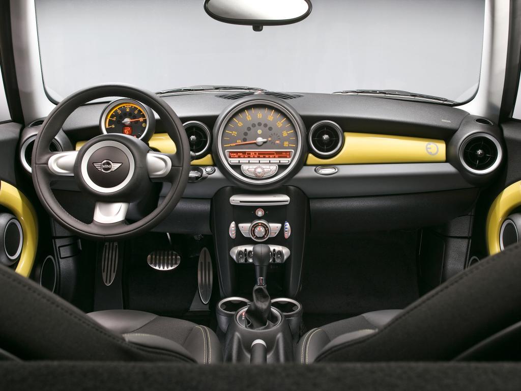 R56 MINI E Interior
